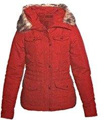 Парка — удлиненная куртка с капюшоном и объемными карманами