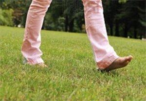 Ходить босиком полезно для ног