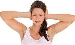 Как лечить шум в ушах народными средствами