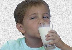 Сколько молока можно давать детям