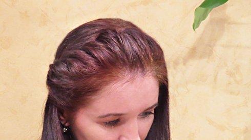 Волосы от лица убираем при помощи жгута |Жгуты на челке