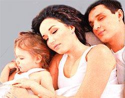 Малыш в родительской постели